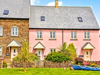 Aft Cottage. A family & dog friendly cottage close to beach, sea & countryside