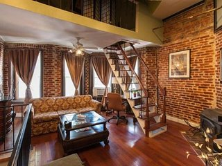 Spectacular Historic Loft Row-Home w outdoor spaces - 1 Mile from Convention CTR