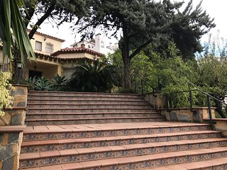 Lovely Villa 200 mts from beach and promenade in Pueblo Evita Urb. Pool & garden, Arroyo de la Miel