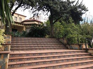 Lovely Villa 200 mts from beach and promenade in Pueblo Evita Urb. Pool & garden