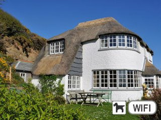 Thatchways- Stunning location, beautiful sea views, Crackington Haven