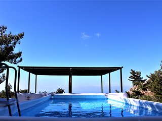 Apartment . PRIVATE pool and yard., Ierapetra