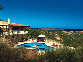 Big villla with private large pool & seaview,bbq,4 bedrooms,wifi, Stalos