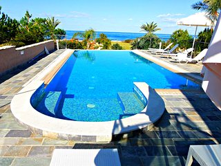 Beach Front -Private Sandy Beach -Superior Exclusive Luxury Villa -Infinity Pool