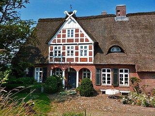Gästehaus Mühlenhof | Reetdach-Ferienhaus mit eigenem Bootsanlegesteg