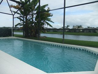 Luxury 4 Bed Villa, Lake View, private pool, close to Disney (4), Kissimmee
