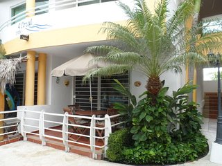 Bucerias ground floor 2 bed, 2 bath overlooking the pool 3 blocks from the ivean