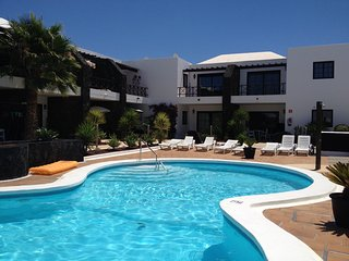 Pelicanos Club with free wifi both inside and beside the pool!, Puerto Del Carmen