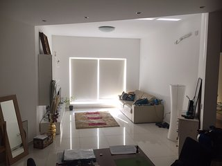 Bright and Spacious Apartment, Gzira