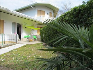 Villa Private Garden and Parking - Beach Place and Amenities, Bibione