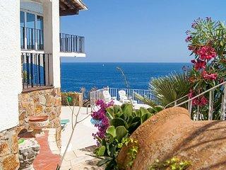 Villa Mar, en bord de mer, piscine, terrasses ensoleillées,entre Lloret + Tossa