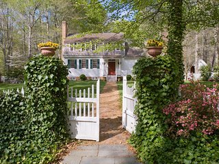 1760's Colonial Home In 100 Acre Private Woodland Park, With Hiking Trails