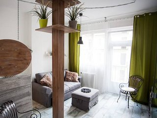 DOWNTOWN Art Flat for1-2 people
