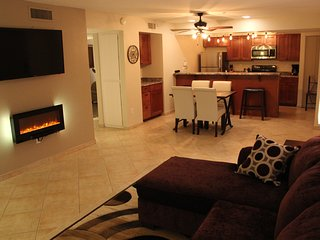 Old Town Condo by Fashion Square & Giants Spring Training Newly Updated, Scottsdale