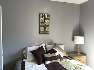 Private, comfy room with double bed on Cupertino line, convenient to highways, Sunnyvale