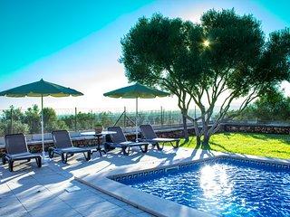 Villa moderna con piscina y vistas