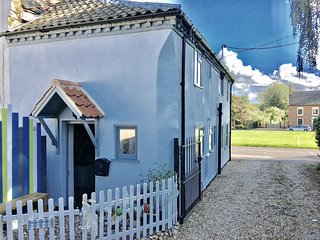 A beautiful grade 2 listed cottage in the heart of this historic royal village, East Rudham