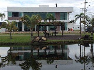 Mansao 5 suites c/ ar Condominio Fechado Banheira Hidromassagem Wi-FI 16 pessoas