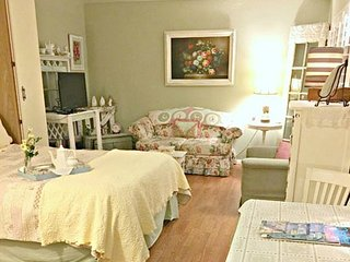 Cottage Tea Room-Cute Cottage Style Studio Apt. just Steps from the Sand, Oceanside