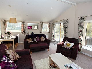 Bay Tree Lodge, Luxury Lodge with Private Hot Tub En Suite Sleeps Six free WiFi, York