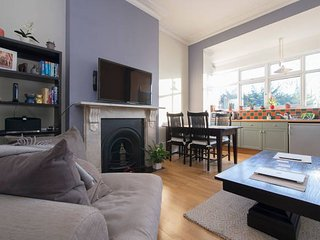 One Bed Period Flat in central London with a private Garden (Islington), Londres