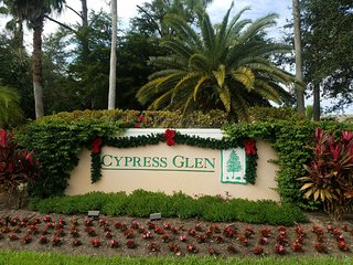 BEAUTIFULLY LOCATED, A HIDDEN GEM, IN THE HEART OF NAPLES, FLORIDA