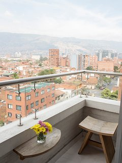 5 Star, Designer Chic and Comfy 2 Bed in Laureles!