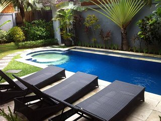 SEMINYAK 4 Bed Villa - Great Location Heart Seminyak - Sleeps 12 - Man