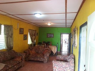 Big Family House, Chitre