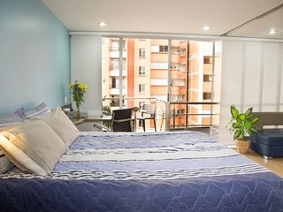 ♛LOW RATES♛ !Cool and quiet Designer's Apt Live a swanky area of Laureles!