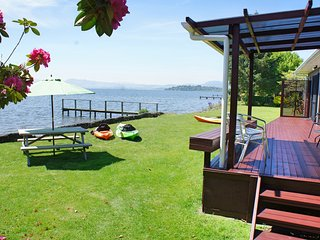 Parawai Lakehouse Sanctuary - Absolute Lake front