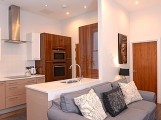 Gresham House Luxury Apt Just Off The Beach With Private Terrace For Up to 4