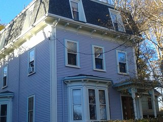 Cheery, Secluded 1-BR Home w/Private Deck, Boston