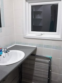 A second view of the bathroom.