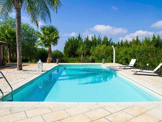 Villa Majesi con piscina a Casarano, nel cuore del Salento.