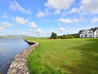 Burnham House - Majestic Seafront, Dingle