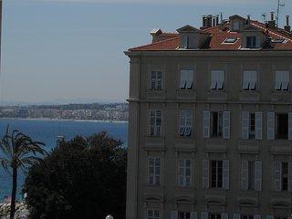 Nice centre, Saleya-Opera appartement au calme, 3 pieces a 70 metres de la plage