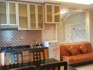 Near Airport, spacious 2BR Apartment at Pluit. Free WIFI. next to mall., Jakarta