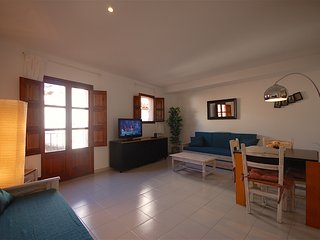 APARTMENT 50m to the BEACH near the CASTLE, Tossa de Mar