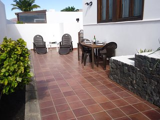 Playa Blanca Apartment, good location, close to Marina, secure WiFi / TV