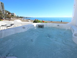 SUPERB LARGE APARTMENT WITH JACUZZI, Marbella