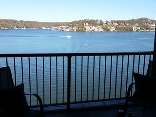 Magnificant unobstructed view on main channel.  completely renovated  3BR/3BA, Lake Ozark