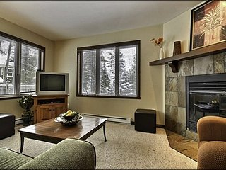 Affordable 4BR Condo, short drive to the hill/village / 215447