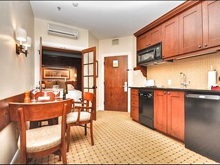 Modern Comforts & Stylish Design / 215468