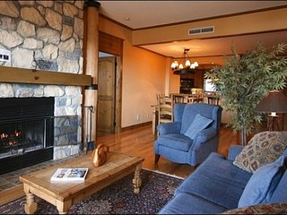 2BR Ski In/Out, 4 season hot tubs, Free Shuttle / 215492