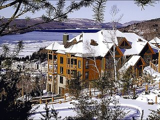 Lovely View of Forest & Lake Tremblant - Convenient to Mountain & Village Activities (6080), Mont Tremblant