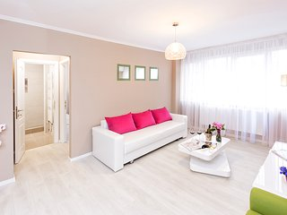 Mauve Ultracentral Apartment