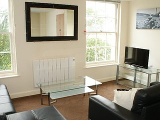 HARMONY, A SECOND FLOOR FILEY HOLIDAY APARTMENT WITH FAMILY BEDROOM