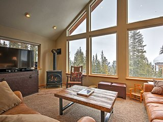Fairplay House w/Spacious Deck & Mountain Views!