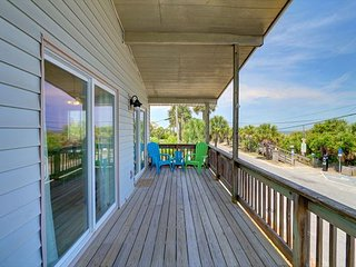 Ocean view, awesome people watching, beach access, close to it all., Tybee Island